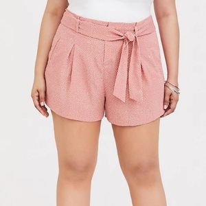 NWT Torrid pink dot tie front paper bag shorts